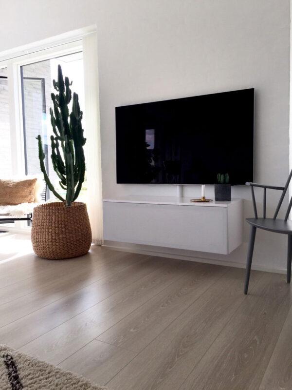 lille tv bord til at hænge på væggen