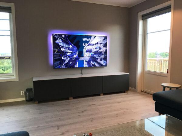 tv bord hvid højglans med stoflåger