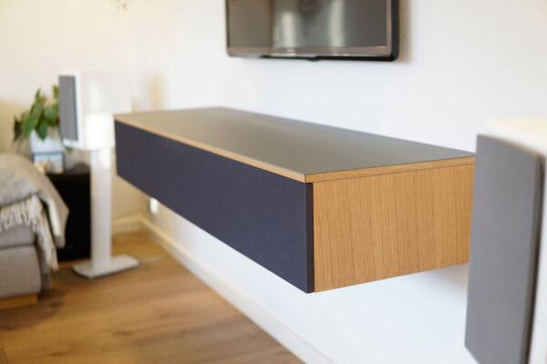 tv møbel i linoleum