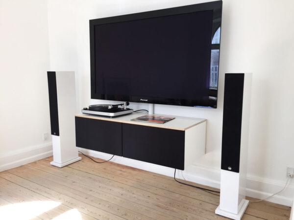 væghængt tv møbel