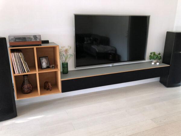 tv møbel i eg og linoleum