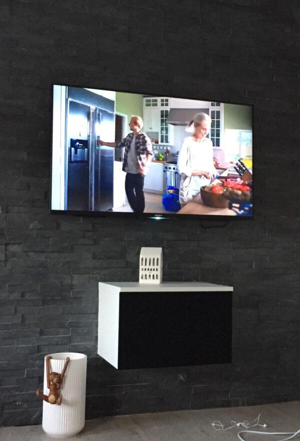 tv bord med stoflåge