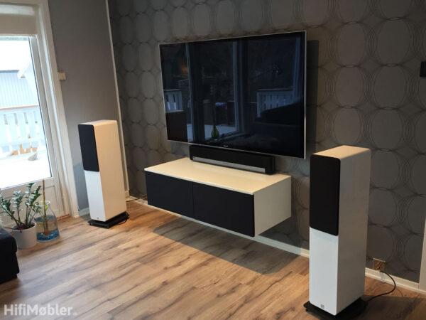 tv møbel hvid med sorte stoflåger