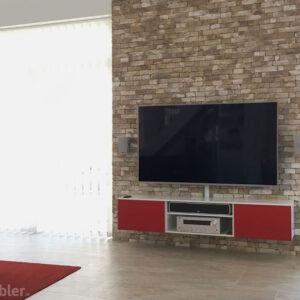 hvidt tv møbel med røde stoflåger